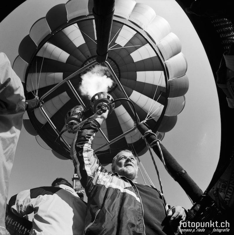 http://www.romanoriedo.ch/files/gimgs/11_aerostier-ballonfahrer-sl.jpg