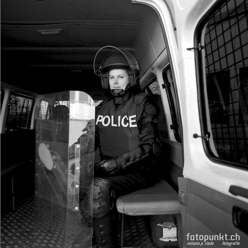 http://www.romanoriedo.ch/files/gimgs/11_police-woman-s-l.jpg