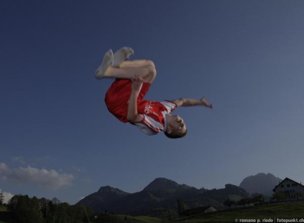 http://www.romanoriedo.ch/files/gimgs/19_trampolin-solo-0371.jpg