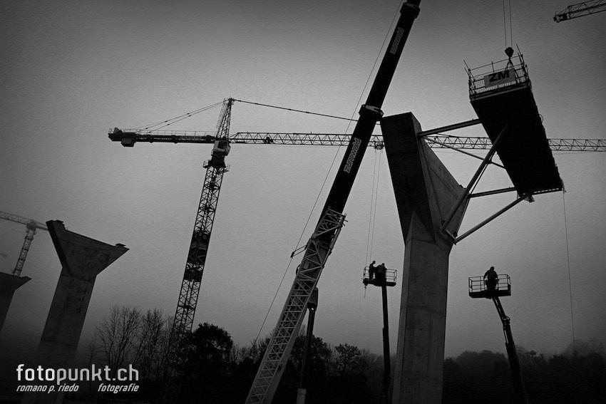 http://www.romanoriedo.ch/files/gimgs/22_pont-poya-pylone-workers8175-s-l.jpg