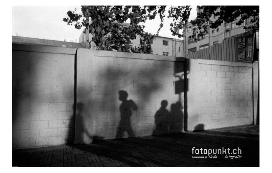 http://www.romanoriedo.ch/files/gimgs/6_busstations-shadow-seouls.jpg