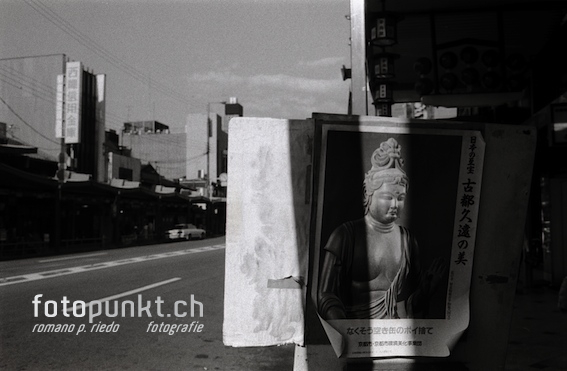 http://www.romanoriedo.ch/files/gimgs/6_kyoto-buddha-street-s.jpg