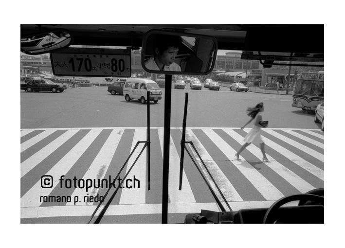 http://www.romanoriedo.ch/files/gimgs/6_kyoto-bus-woman-streets.jpg